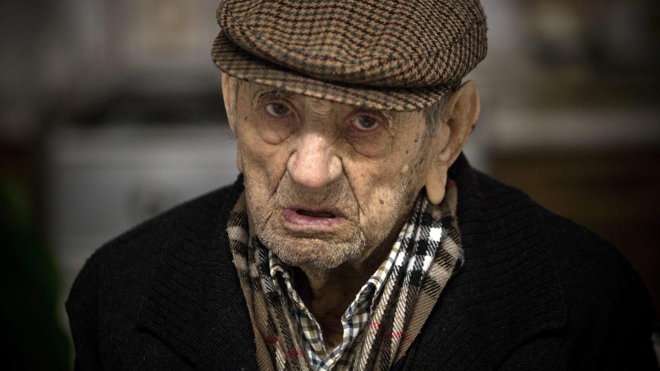 NO UTILIZAR SIN CONSULTAR CON FOTOGRAFIA Alberto Di Lolli 18/3/15, Bienvenida, Badajoz. PARA ESPECIAL LONGEVIDAD. Reportaje a Francisco Nunez Olivera 'Marchena', el hombre mas viejo de Espanya con 110 anyos.