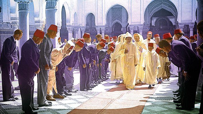 Le sultan du Maroc Mohammed V et son fils, le prince hÈritier Hassan, ‡ la mosquÈe de Paris.     HRL-619602