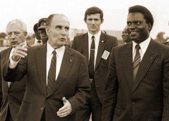 François Mitterrand à Kigali, aux côtés du président rwandais Juvenal Habyarimana, en 1984.